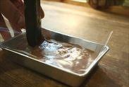 キャラメル生チョコを平らにならす