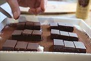 ココアに生チョコをのせる