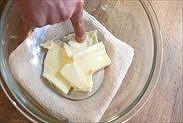バターを適度な柔らかさにする